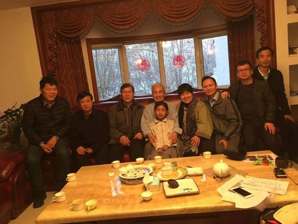 Los maestros Karl y Helen con el Dr. Pang y su grupo de investigación cientifica